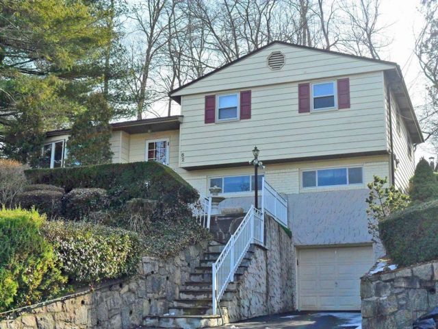 3 BR,  2.00 BTH  Split-level style home in Elmsford