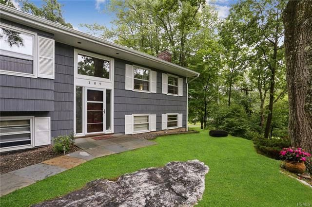 4 BR,  3.00 BTH  Contemporary style home in Briarcliff Manor